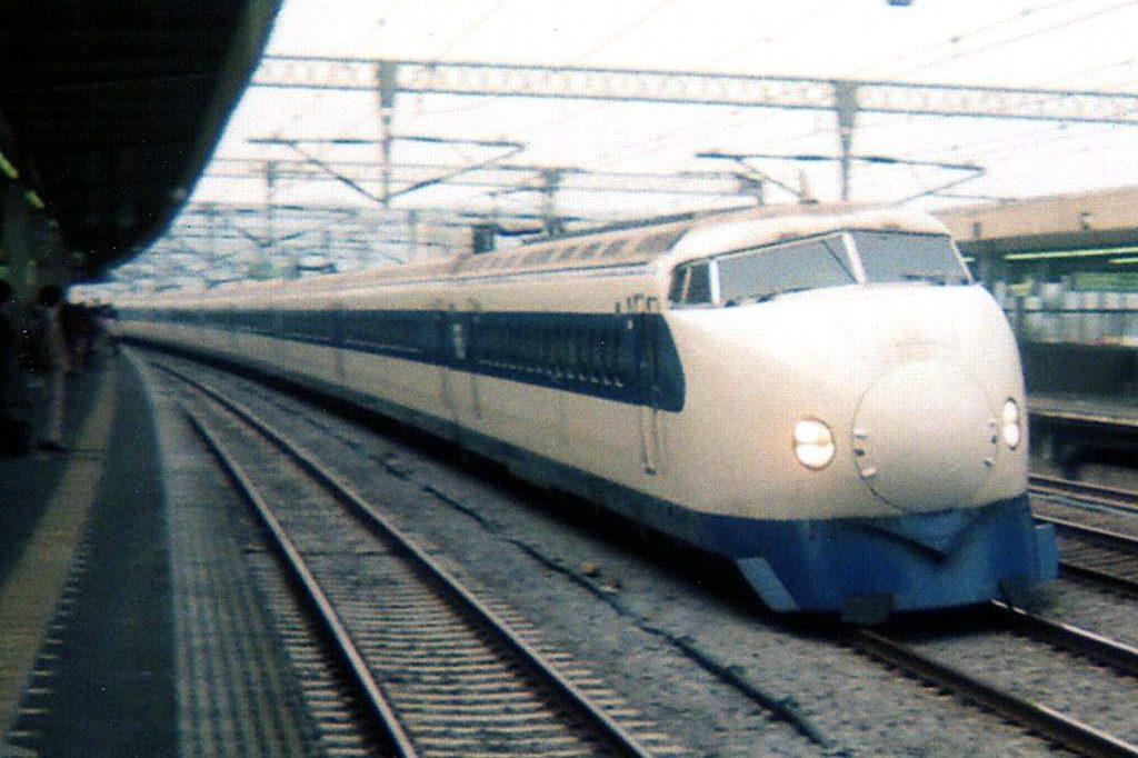 cropped-Shinkansen_type_0_Hikari_19890506a-e1550065192882-1.jpg